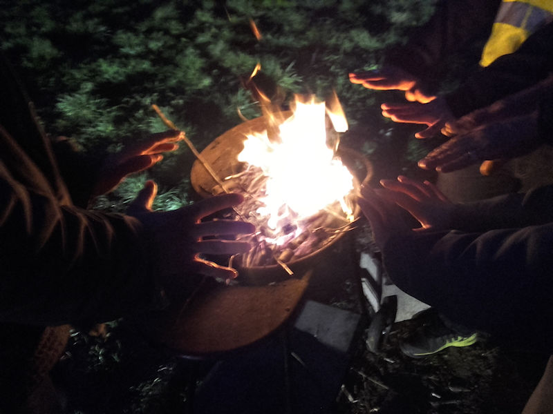 La fraternité autour du feu